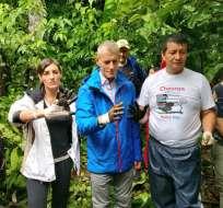 SUCUMBÍOS, Ecuador.- Helmut Scholz y Lola Sánchez consideran que petrolera debe hacerse responsable de daños. Fotos: Twitter Lola Podemos y Captura de Video.