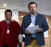 QUITO, Ecuador.- El asambleísta Fabricio Villamar fue el encargado de entregar la solicitud en la secretaría de la Asamblea Nacional. Foto: API