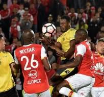 Independiente Santa Fe venció 2-1 a Fuerza Amarilla en el marcador global de la serie. Foto: AFP