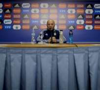 Jorge Sampaoli dio una rueda de prensa previo a una gira por Europa para reunirse y ver a ciertos jugadores. Foto: AP