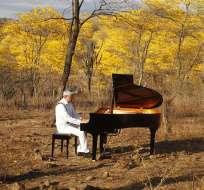 El pianista Juan Castro Ortiz se atrevió a innovar y a pintar al Ecuador con su música. Fotos: Cortesía Facebook Juan Castro Pianista.