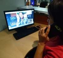 """Carlos Vives sorprende a seguidores con una """"llamada sopresa"""". Foto: Ecuavisa.com."""
