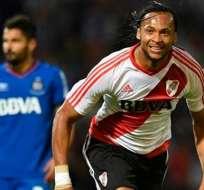 El defensor Arturo Mina podría regresar al fútbol ecuatoriano según un portal argentino..