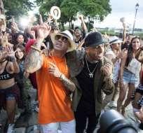 """Nicky Jam y Wisin grabaron en locaciones como el tradicional barrio guayaquileño """"Las Peñas"""". Foto: NY Marketing."""