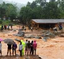 La Cruz Roja dijo que lucha para rescatar a las familias enterradas bajo el fango. Foto: AFP