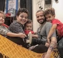 Nacho rodeado de sus hijos. Foto: Instagram