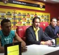 José Francisco Cevallos (c) se refirió a la polémica suscitada entre Álvez y Almada.