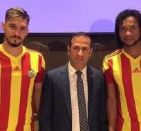 Arturo Mina (d.) llega con un contrato de 3 años al conjunto turco. Foto: Tomada del Instagram @yenimalatyaspor