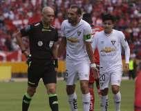 El árbitro nacional estará acompañado por Juan Carlos Macías y Luis González. Foto: API