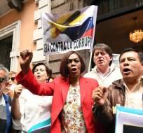 La asambleísta de CREO, Mae Montaño, acude a la Presidencia de la República para solicitar al presidente Lenín Moreno que se de paso a una consulta popular. Foto: API