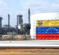 """CARACAS, Venezuela.- Maduro advirtió que Venezuela tiene """"dónde vender"""" los 800.000 barriles diarios de petróleo que coloca en el mercado de Estados Unidos. Foto: Referencial/Archivo."""