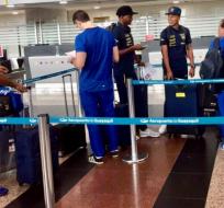 Los seleccionados que militan en el país salieron desde Guayaquil rumbo a Brasil. Foto: Tomada de la cuenta Twitter @FEFecuador