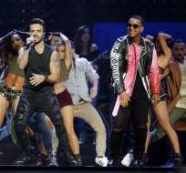NUEVA YORK, EE.UU.- Luis Fonsi, izquierda, y Daddy Yankee durante una presentación en los Latin Billboard Awards en Coral Gables, Florida en una fotografía de archivo del 27 de abril de 2017. Foto: AP.
