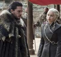 """NUEVA YORK, EE.UU.- En esta imagen difundida por HBO, Kit Harington y Emilia Clarke en una escena del capítulo final de la séptima temporada de """"Game of Thrones"""". Foto: AP."""