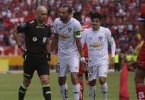 El 'Pirata' (c.) fue expulsado en el partido ante El Nacional y ya cumplió una fecha de suspensión. Foto: API