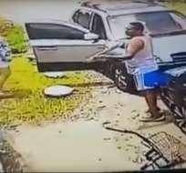 El agresor, de 42 años de edad, es buscado por la Policía. Foto: Captura de video