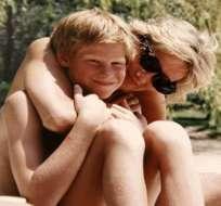 La princesa Diana con su hijo Harry.