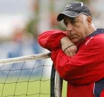 El entrenador Nelson Acosta padece de Alzheimer y tuvo que dejar el fútbol.