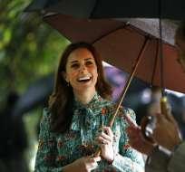 El príncipe Guillermo y la princesa Catalina en el Palacio de Kensington en Londres el 30 de agosto del 2017. Foto: AP