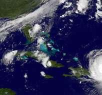 En esta imageen satelital distribuida por NASA/NOAA GOES Project, el huracán Irma llega a Puerto Rico, 6 de septiembre de 2017. EL temible huracán Irma dejó al menos 10 muertos y miles de personas sin techo el jueves 7 de septiembre de 2017 a su paso por el norte del Caribe, en un rumbo que presagia una catástrofe para Florida. Foto: AP