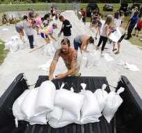 Expertos modificaron la posible ruta de la tormenta más hacia la costa oeste de Florida. Foto: AP