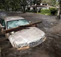 Habitantes de Florida comenzaron el lunes a evaluar los daños en sus propiedades. Foto: AFP