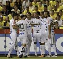 Bruno Henrique y Lucas Lima salieron lesionados y podrían perderse el cotejo en Brasil ante Barcelona.