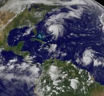 El huracán Norma (izquierda), frente a la costa de México en el Pacífico; José (al centro), al este de Florida; la Depresión Tropical 15 (segunda desde la derecha), al norte de Sudamérica, y la tormenta tropical Lee (derecha), al noreste de Brasil, el sábado 16 de septiembre de 2017. Foto: AP