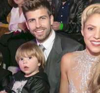 El futbolista del Barcelona publicó una fotografía junto a la cantante y sus hijos. Foto: Redes