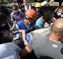 Cientos de mexicanos colaboraron a brigadas de rescatistas. Foto: AFP