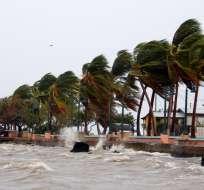 SAN JUAN, Puerto Rico.-  El viento impacta en la costa de Fajardo (Puerto Rico) mientras se acerca el huracán María. Foto: Ricardo Arduengo/AFP.