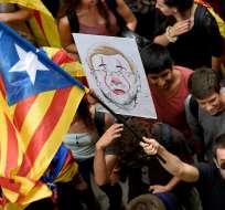 Barcelona.- Estudiantes protestando en las afueras de los juzgados. Foto: AFP