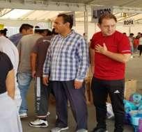 El ecuatoriano Álex Aguinaga es voluntario en el centro de acopio que funciona en el estadio Azteca.