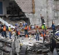 CIUDAD DE MÉXICO, México.- Los rescatistas trabajan sin descanso para encontrar más sobrevivientes aunque, con el paso de los días, esa posibilidad disminuye. Foto: AFP.