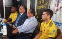 Fabián Aguilar (c.) había dejado el club meses atrás por asuntos personales. Foto: tomada de la cuenta Twitter @FuerzAmarillaSC