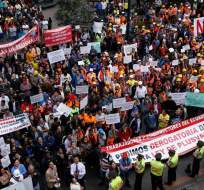 Trabajadores y empleados del sector efectuaron una marcha por las calles de la capital. Foto: API.