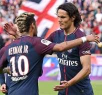 Neymar y Cavani celebraron el gol del primero desde el lanzamiento penal.