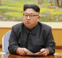 En esta imagen con fecha del 3 de septiembre de 2017 y distribuida al día siguiente por el gobierno de Corea del Norte, el gobernante de este país, Kim Jong Un, encabeza una reunión del presídium del partido gobernante. Foto: AP