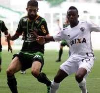 El volante ecuatoriano Juan Cazares dio la asistencia para el segundo gol del Mineiro.