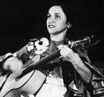 SANTIAGO, Chile.-Hija de una campesina y de un profesor de música, Parra se convirtió en un referente. Foto: Tomado de Cancioneros.com.