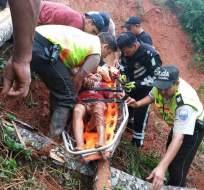 el hombre recibió atención pre- hospitalaria por parte de los paramédicos.