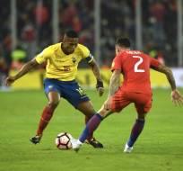 El jugador nacional acumuló su segunda tarjeta amarilla en eliminatorias. Foto: AFP