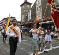 Estudiantes de diversos planteles desfilan en honor a la ciudad. Fotos: Cortesía.