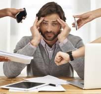 El exceso de carga laboral podría desencadenar episodios de estrés empleados vulnerables. Foto: Tomado de XochitlNDC.