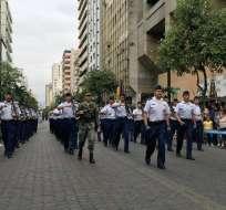 El desfile reunió a 4.000 participantes de colegios fiscales y particulares de la ciudad. Foto: @GyeTurismo
