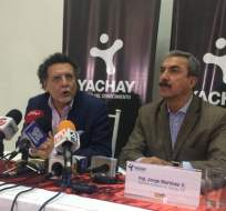 URCUQUI, Ecuador.- El contralor Pablo Celi y el gerente de Yachay EP, Jorge Martínez, explicaron en rueda de prensa la finalización del contrato con ConEcuaKor. Foto: Twitter Ciudad Yachay.