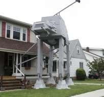 """Imagen tomada el 12 de octubre del 2017 del adorno de Halloween inspirado en """"Star Wars"""" que ha causado sensación en Parma, Ohio. Foto: AP"""