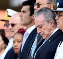 El presidente de Brasil, Michel Temer (2-R) asiste a la ceremonia de premiación de la Orden de Mérito Aeronáutico en una base aérea en Brasilia, el 23 de octubre de 2017. Foto: AFP