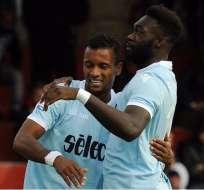 Felipe Caicedo y el portugués Nani celebran el gol de éste último en la victoria de la Lazio.