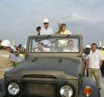 A bordo de un vehículo Jeep Land Cruiser, los alcaldes de ambos cantones cruzaron el viaducto. Foto: Twitter José Yúnez